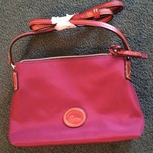 🍁NWOT Dooney and Bourke adjustable shoulder bag